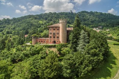 CASTLE FOR SALE PIEDMONT WINE CELLAR, VINEYARDS BARBERA GRIGNOLINO  Maggiori Dettagli e Foto