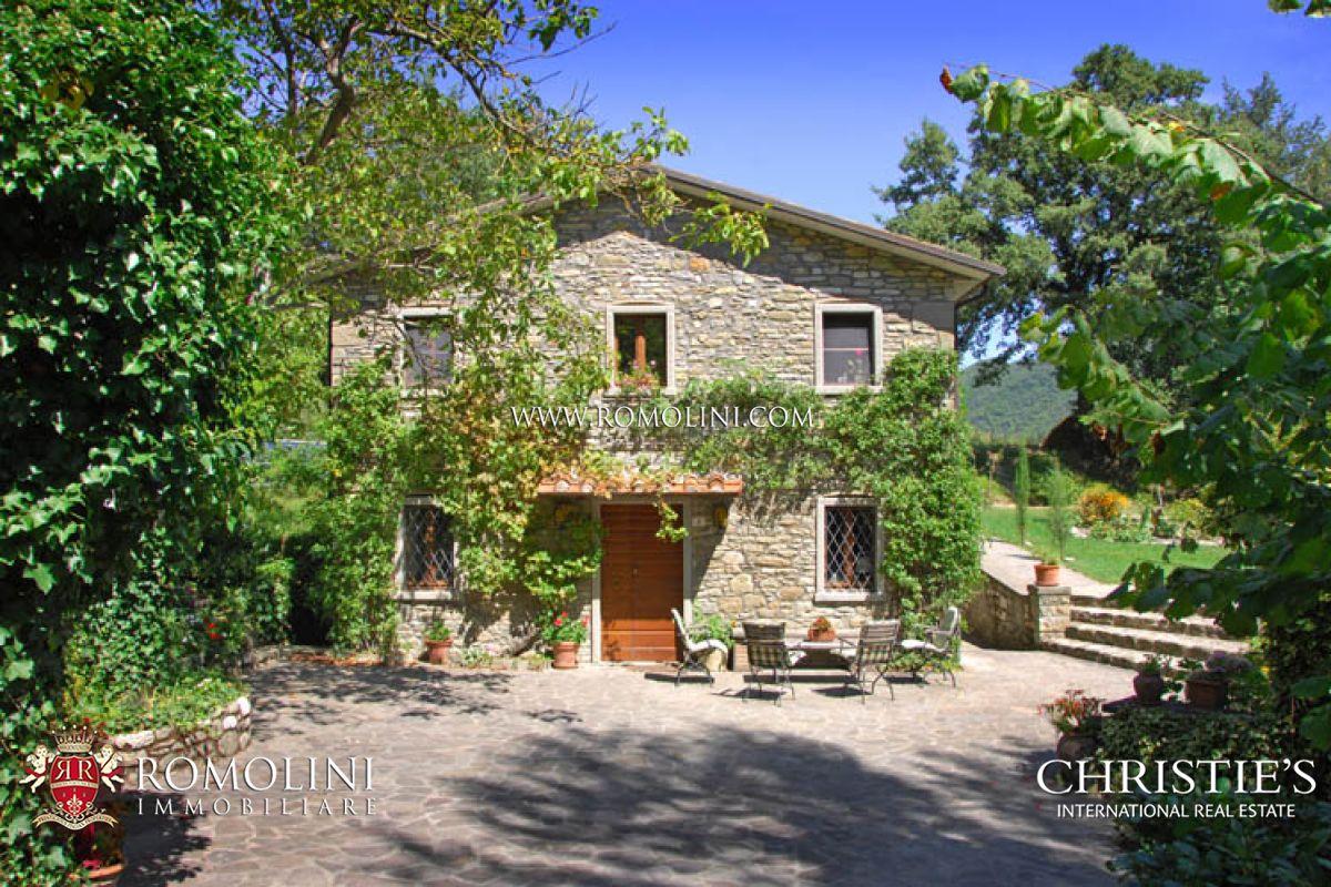 Two separate old stone houses for sale tuscany for Interni casali ristrutturati