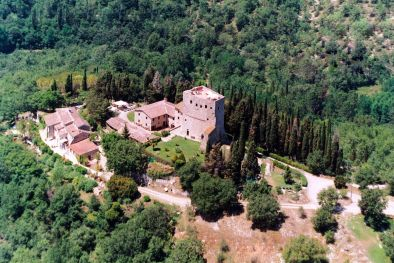 CASTLE WITH WINE CELLAR AND VINEYARDS FOR SALE IN THE HEART OF CHIANTI