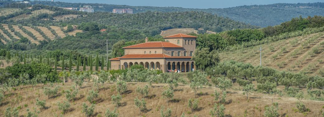 MASSA MARITTIMA: PRESTIGIOUS VILLA WITH SEA VIEWS AND 27 HA OF LAND FOR SALE, LUXURY FINISHES, POOL, GYM, PANORAMIC VIEW