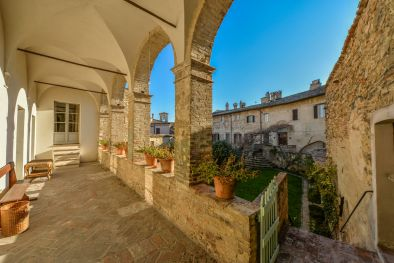 BEVAGNA: PRESTIGIOUS HISTORICAL MANSION OF ROMAN ORIGINS FOR SALE  Maggiori Dettagli e Foto