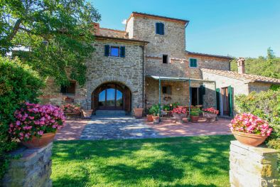 TUSCANY: LUXURY VILLA WITH PANORAMIC VIEW AND TENNIS COURT FOR SALE  Maggiori Dettagli e Foto