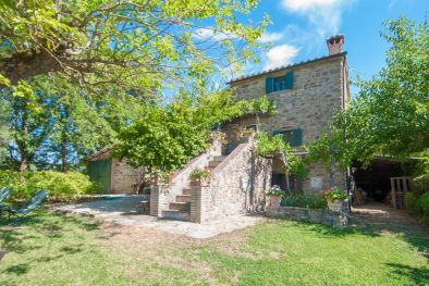 CORTONA, TUSCANY: FARMHOUSE WITH PANORAMIC VIEW AND POOL FOR SALE  Maggiori Dettagli e Foto