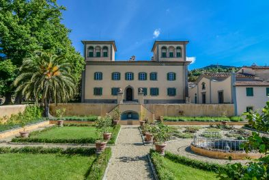 FLORENCE: LUXURY ESTATE WITH CHIANTI MONTALBANO DOCG VINEYARD FOR SALE   Maggiori Dettagli e Foto