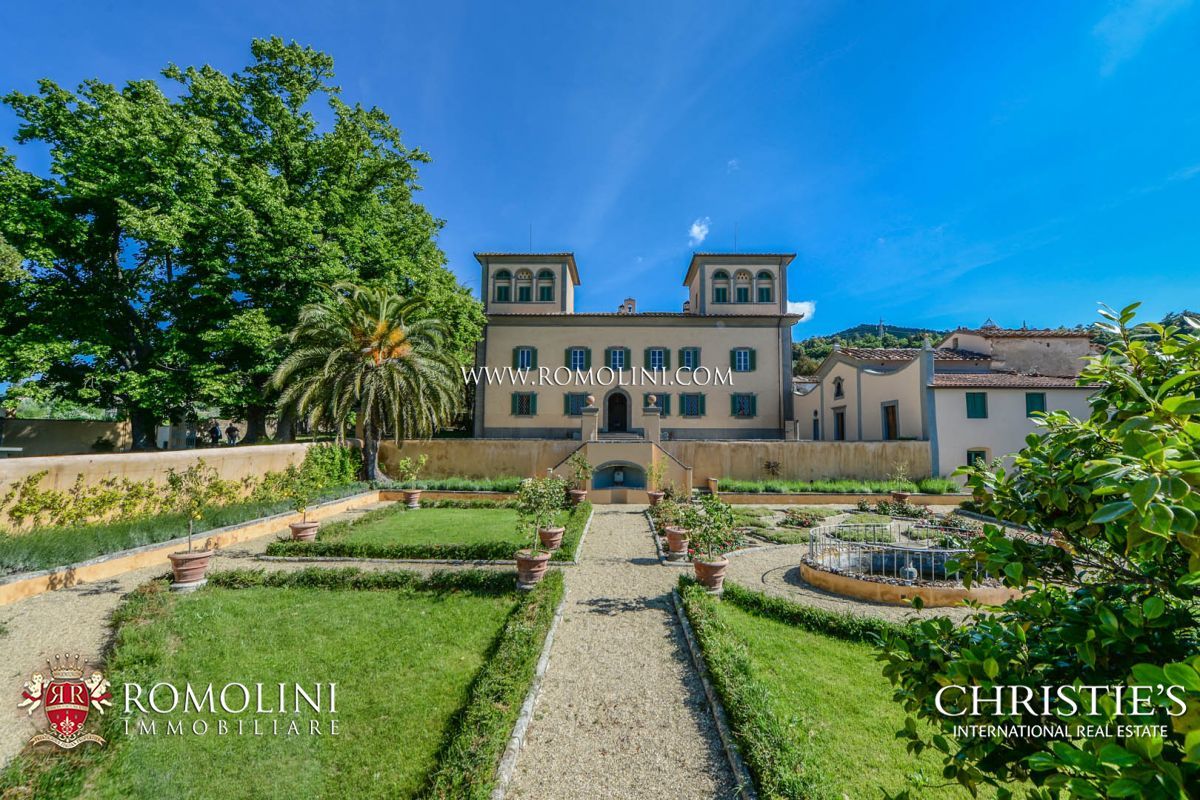 FLORENCE: LUXURY ESTATE WITH CHIANTI MONTALBANO VINEYARD FOR SALE