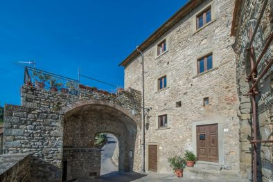 ANGHIARI: APARTMENT WITH PANORAMIC TERRACE ON THE RAMPARTS  Maggiori Dettagli e Foto