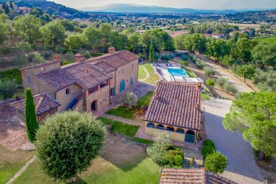 AREZZO, TUSCANY: BEAUTIFUL 18TH CENTURY FARMHOUSE WITH POOL   Maggiori Dettagli e Foto