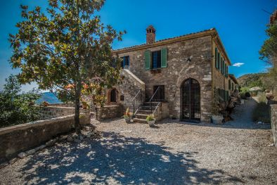 UMBERTIDE: FARMHOUSE WITH PANORAMIC VIEW AND POOL  Maggiori Dettagli e Foto
