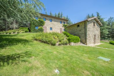TYPICAL FARMHOUSE FOR SALE IN UMBRIA, MONTE SANTA MARIA TIBERINA  Maggiori Dettagli e Foto