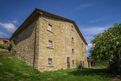 SEMI-DETACHED FARMHOUSE TO BE RESTORED FOR SALE, TUSCANY  Maggiori Dettagli e Foto