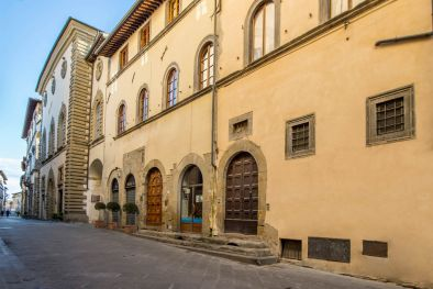 SECTION OF HISTORICAL BUILDING FOR SALE, SANSEPOLCRO, TUSCANY  Maggiori Dettagli e Foto