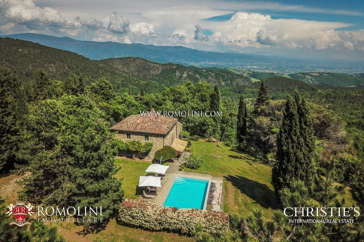 TYPICAL TUSCAN FARMHOUSE FOR SALE IN PANORAMIC POSITION, ANGHIARI
