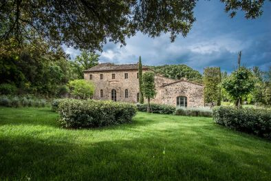 LUXURY FARMHOUSE WITH POOL, SPA AND VINEYARD FOR SALE IN MONTALCINO  Maggiori Dettagli e Foto