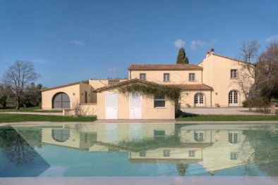 VILLA VERSILIA FOR SALE IN TUSCANY