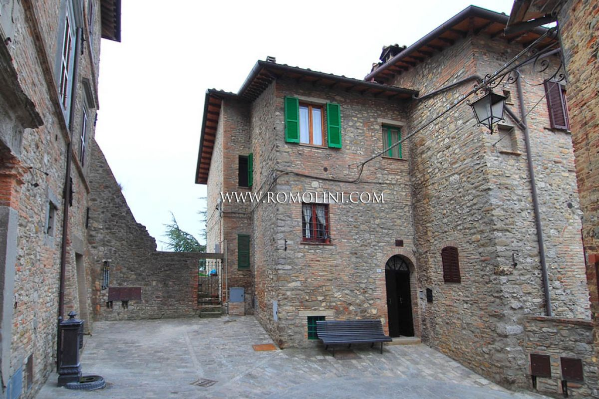 Montone umbria apartment with terrace historical centre for Case in vendita perugia