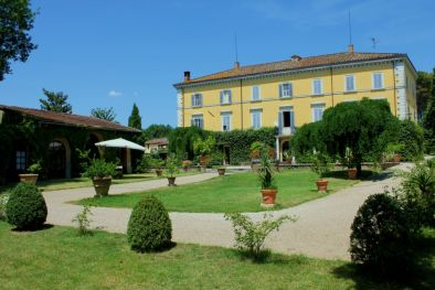 Historical Villa Noble building for sale in Perugia More details and pictures