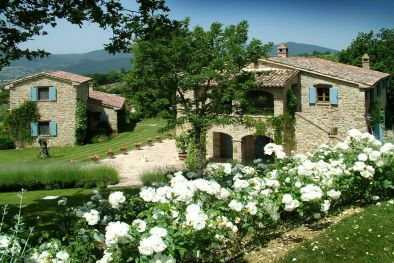 PRESTIGIOUS FARMHOUSE WITH DEPENDANCE AND POOL FOR SALE UMBRIA