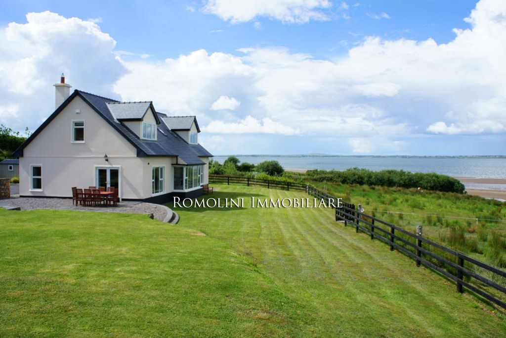 Waterfront cottage for rent in ireland kerry villa for Waterfront cottage