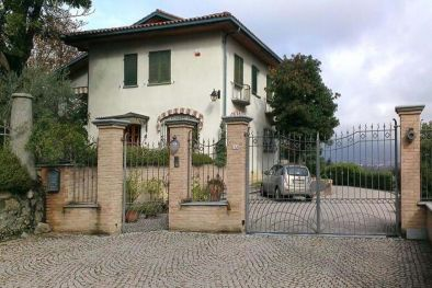 LUXURY VILLA FOR SALE WITH GARDEN IVREA, TURIN