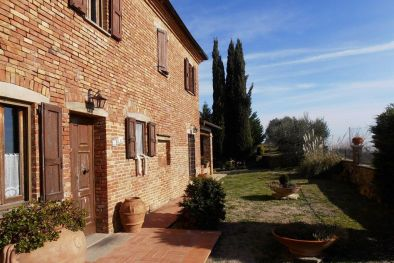 FARMHOUSE FOR SALE IN TUSCANY, TORRITA DI SIENA