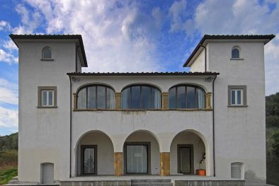HISTORICAL VILLA FOR SALE IN AREZZO WITH ANNEXES AND LAND