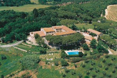 ESTATE WITH COUNTRY HOUSE, OLIVE GROVE AND VINEYARD FOR SALE IN MAREMMA, TUSCANY, ITALY  Maggiori Dettagli e Foto