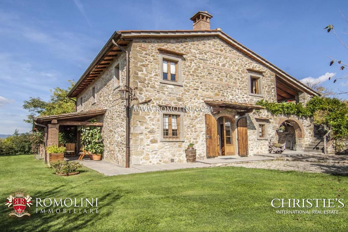 FARMHOUSE FOR SALE IN POPPI CASENTINO TUSCANY