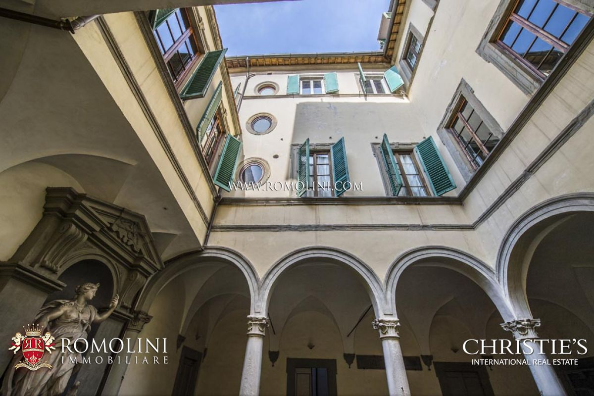 Luxury real estate in florence renaissance palazzo with for Boutique hotel florence