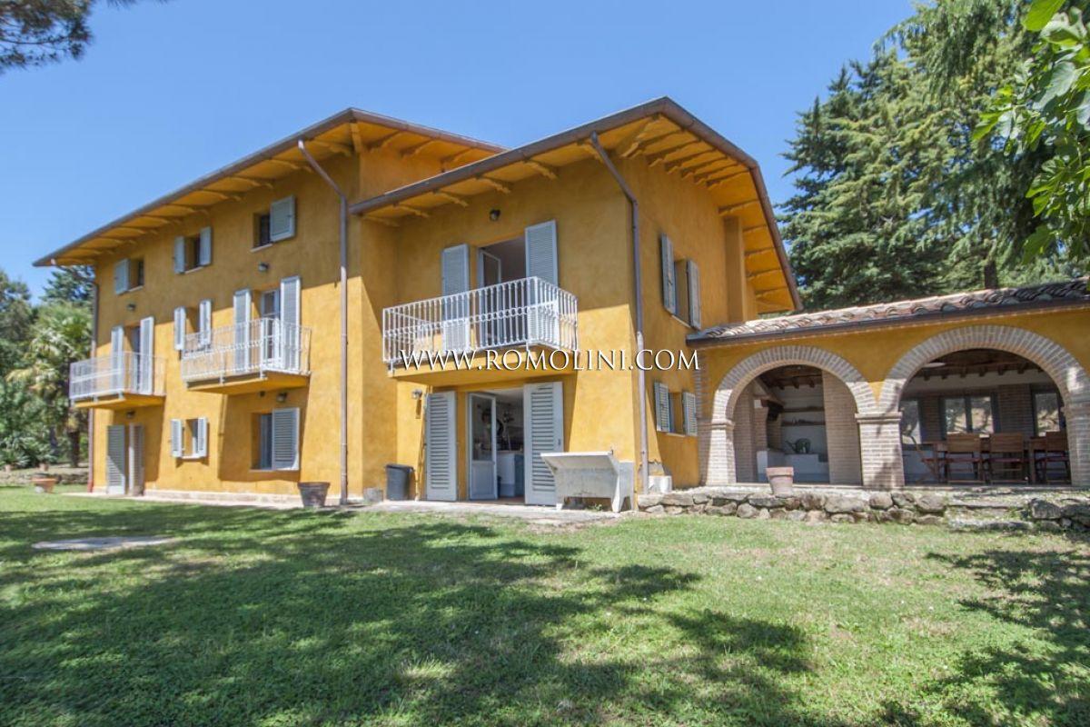 Umbria real estate property for sale in umbria for Facciate esterne case di campagna