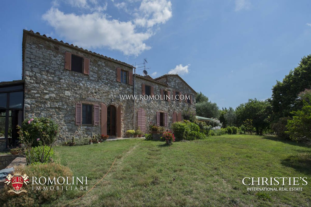 ORGANIC WINE ESTATE FOR SALE CHIANTI COLLI SENESI