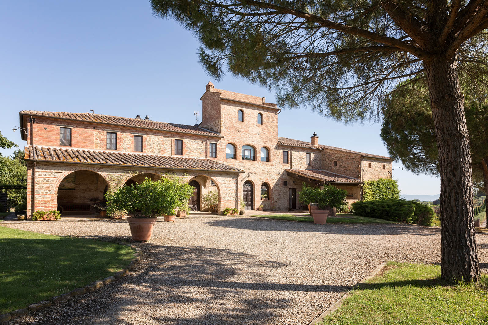 FARMHOUSE/COUNTRY HOUSE IN ITALY FOR SALE - TUSCANY AND UMBRIA