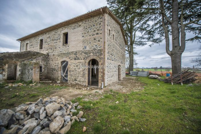 FARMHOUSE FOR SALE CLOSE TO ORVIETO AND LAKE BOLSENA