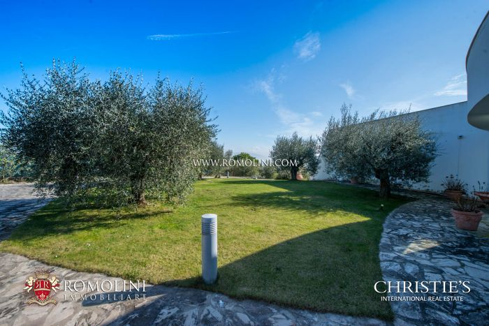 LUXURY VILLA WITH GARDEN AND OLIVE GROVE FOR SALE PERUGIA