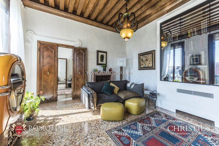 LUXURY PENTHOUSE FOR SALE ON THE CANAL GRANDE, VENICE