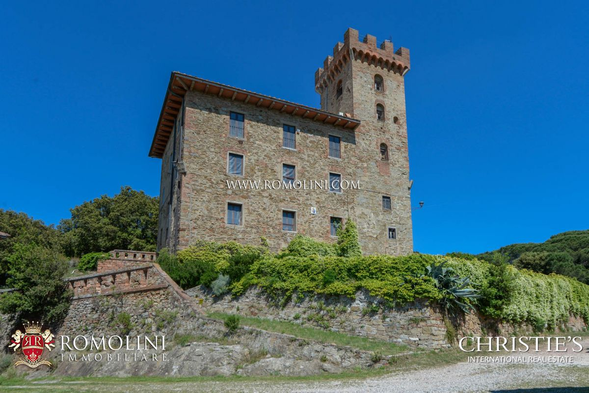 TUSCANY: SEA VIEW ESTATE WITH 400 HECTARES, CASTLE, HUNTING RESERVE, LAKE FOR SALE