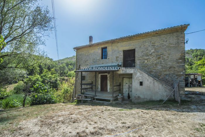 FARMHOUSE TO BE RESTORED FOR SALE, SAN GIUSTINO, UMBRIA