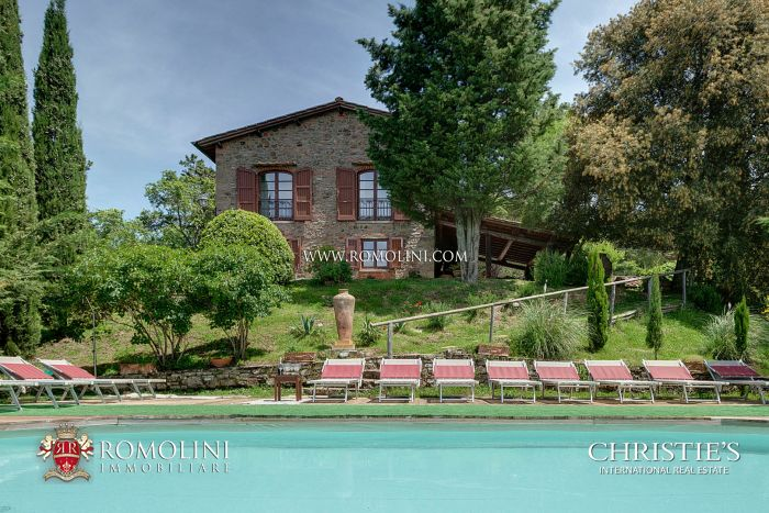 GREVE IN CHIANTI: HISTORICAL FARMHOUSE WITH POOL AND PANORAMIC VIEW FOR SALE