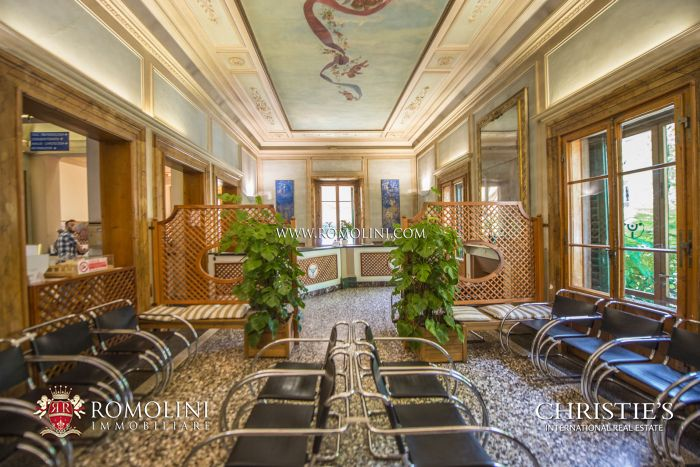 TUSCANY: VILLA FOR SALE IN THE HISTORICAL CENTRE OF FLORENCE
