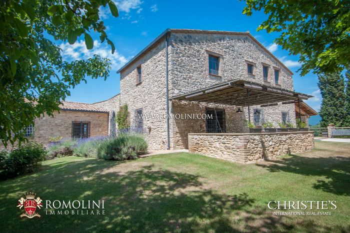 UMBRIA: 14TH CENTURY HISTORICAL FARMHOUSE, ACQUASPARTA