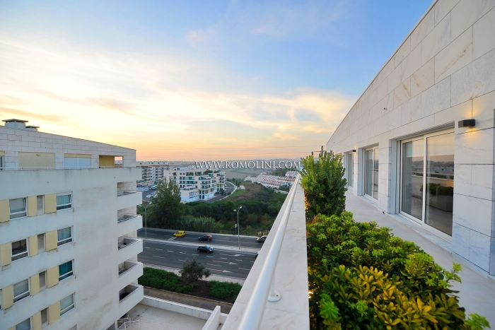 MODERN PENTHOUSE WITH TERRACE FOR SALE IN LISBON, PORTUGAL