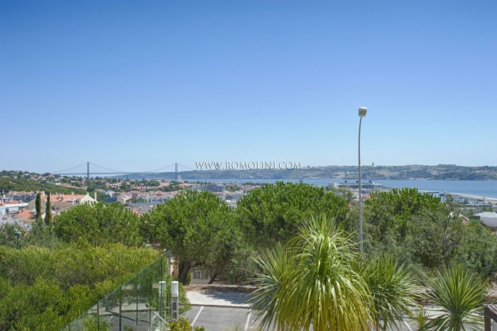 LUXURY APARTMENT WITH VIEW OVER THE TAGUS, OEIRAS, PORTUGAL