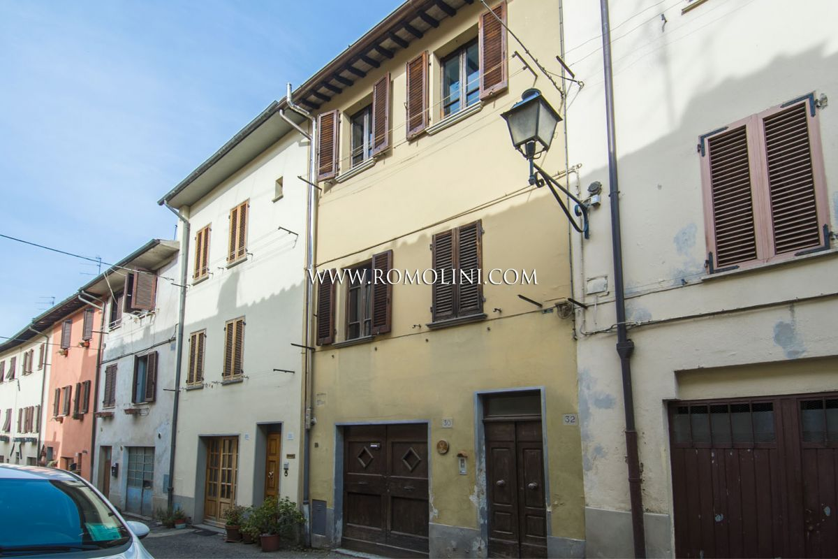 TOWN HOUSE FOR SALE IN THE HISTORIC CENTRE OF SANSEPOLCRO | Romolini