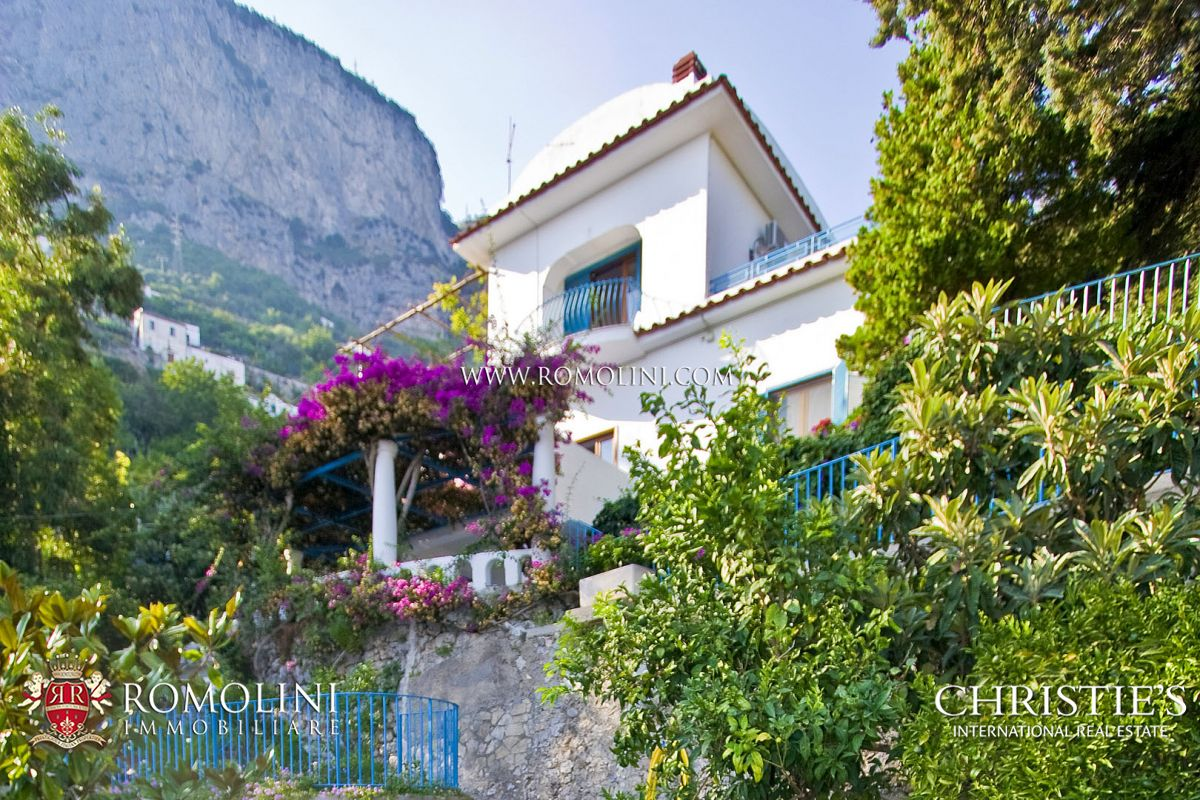 AMALFI COAST: VILLA WITH POOL AND PARKING LOT FOR SALE | Romolini - Christie's