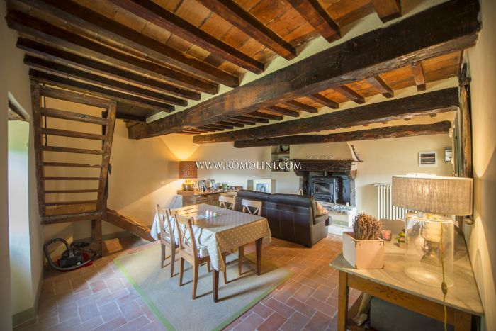 Section of old stone famhouse with garden for sale Pieve Santo Stefano Tuscany