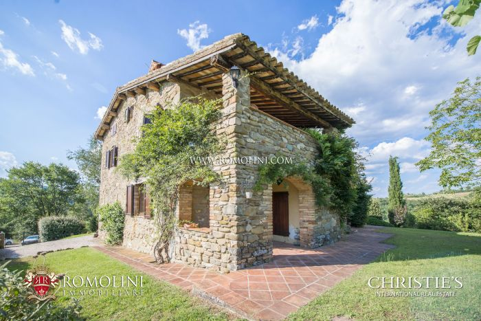 RESTORED FARMHOUSE WITH POOL FOR SALE IN UMBERTIDE, UMBRIA