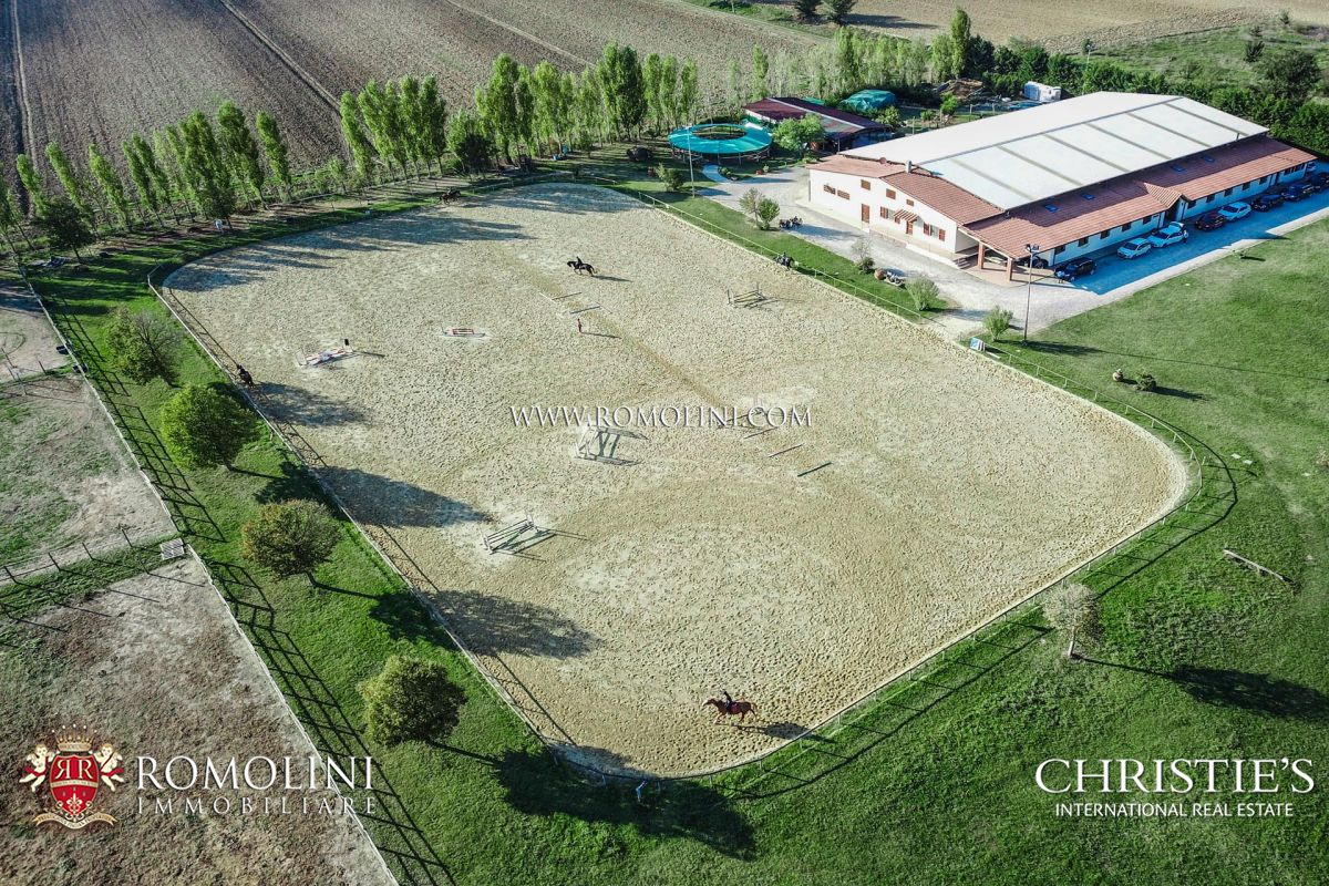10-ACRE EQUESTRIAN CENTRE, HORSES PROPERTY FOR SALE, AREZZO, TUSCANY