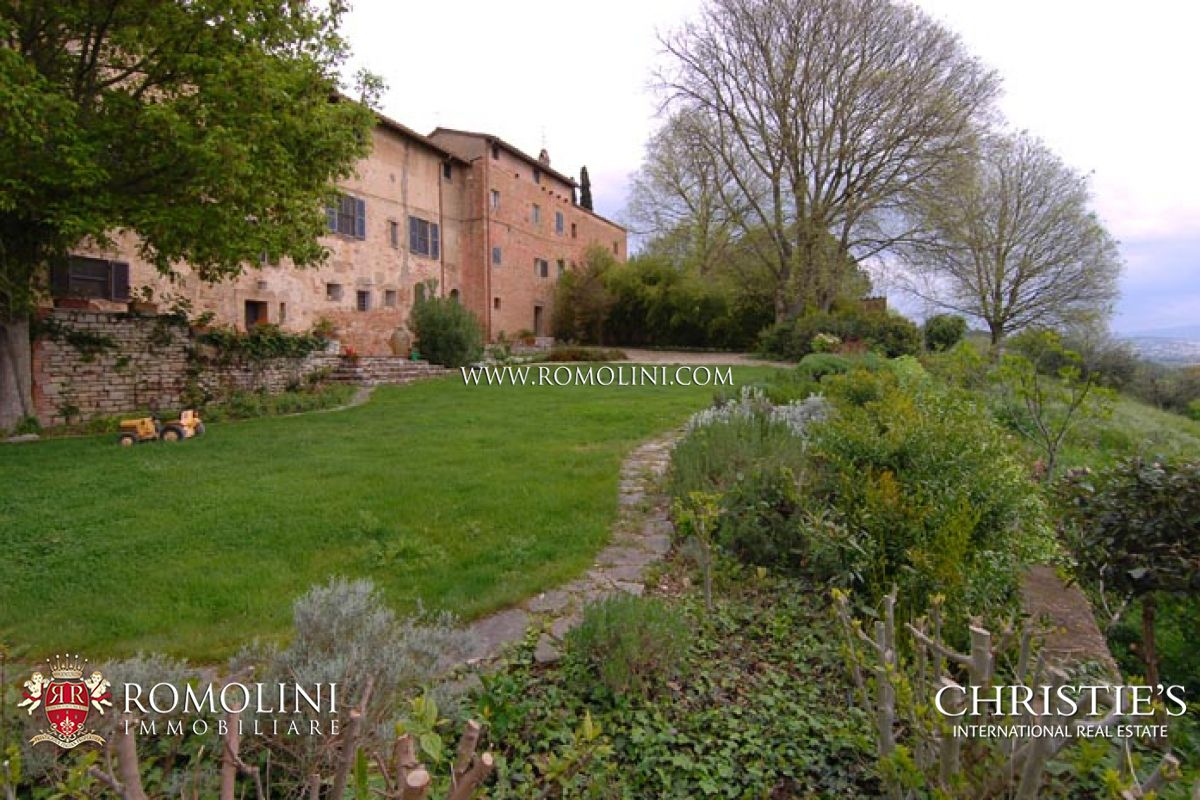 HISTORICAL MANOR HOUSE FOR SALE IN PERUGIA, UMBRIA.
