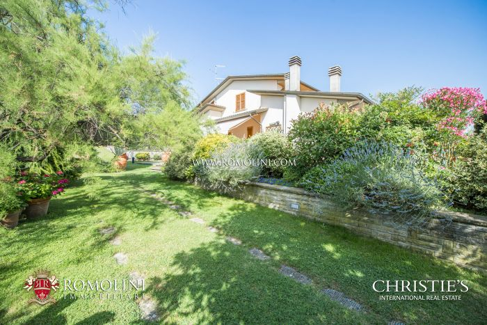 VILLA WITH GARDEN FOR SALE IN SANSEPOLCRO, TUSCANY