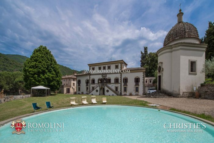 VILLA FOR SALE IN CHIANTI, TUSCANY