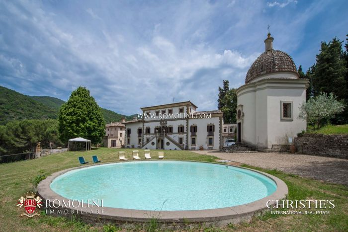 LUXURY VILLA FOR SALE IN CHIANTI, TUSCANY